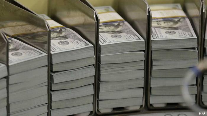 Пачки стодолларовых банкнот