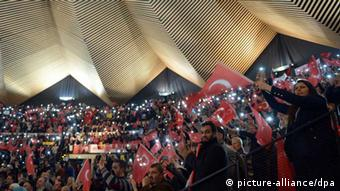 Ενθουσιασμός από τους Τούρκους της Γερμανίας στην προεκλογική ομιλία Ερντογάν