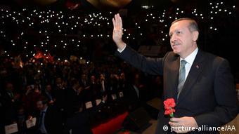 Erdogan in Berlin at the Tempodrom. (Photo: picture alliance)