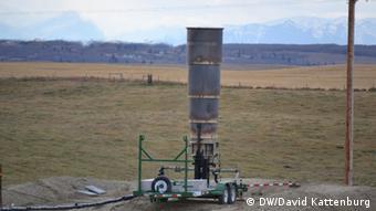 A shielded frack flare stack (Foto: David Kattenburg/DW)