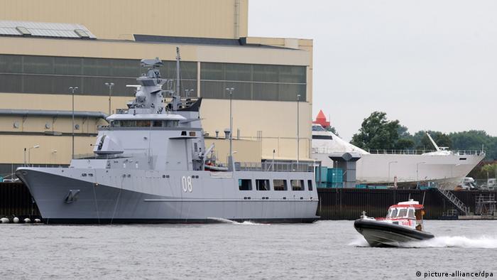 Deutsche Patrouillenboote stehen vor Bremer Lürssen-Werft (Foto: Ingo Wagner/dpa)