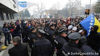 Nezadovoljni radnici i građani traže intervenciju Vlade Tuzlanskog kantona