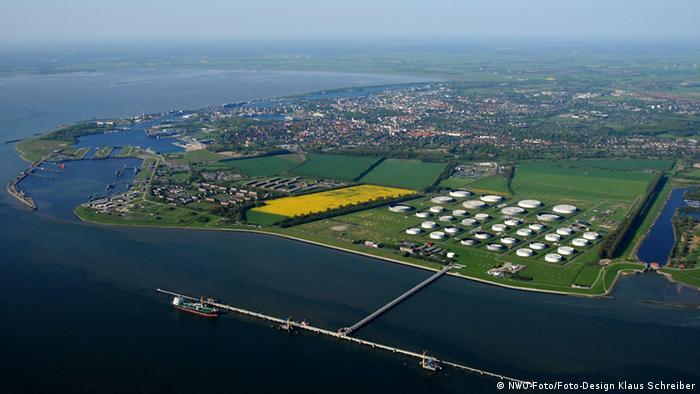 Вильгельмсхафен - самый глубоководный и крупный нефтяной порт Германии