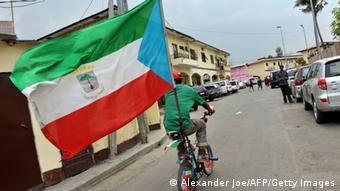Äquatorial-Guinea Malbao Radfahrer Fußball WM