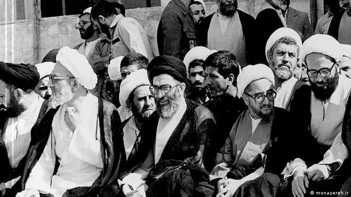 محمدرضا مهدوی کنی (چپ) یکی از روحانیون بانفوذ در حکومت ایران بود