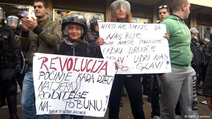 Demonstracije su počele u Tuzli.Proteste in Tuzla, Bosnien