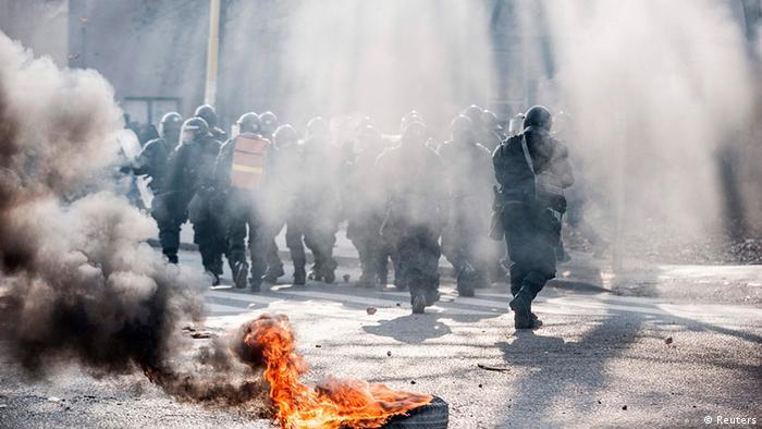 Сутички демонстрантів з поліцією у Тузлі у четвер, 6 лютого