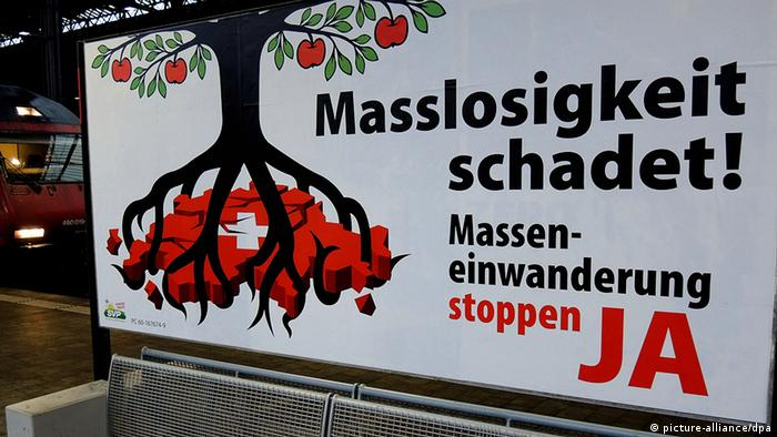 SVP poster against mass-immigration. (Photo: Thomas Burmeister/dpa )