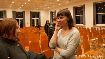 Таня Малярчук спілкується зі своїми прихильницями з Франкфурта-на-Майні