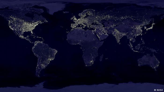 Satellitenbild der Erde bei Nacht (Foto: NASA).