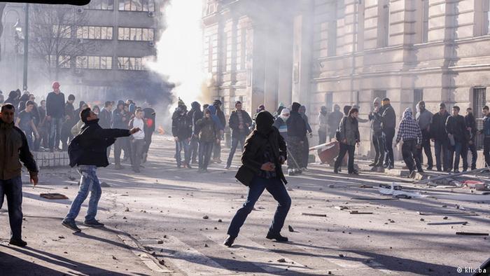 Ministar unutrašnjih poslova Kantona Sarajevo Nermin Pećanac potvrdio je, javljajući se u program Al Jazeere, kako je kantonalna policija danas dobila naredbu da mora biti tolerantna prema demonstrantima.