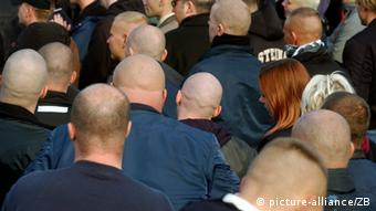 A group of Neonazis at a protest, seen from behind. (Photo: picture alliance/ ZB)