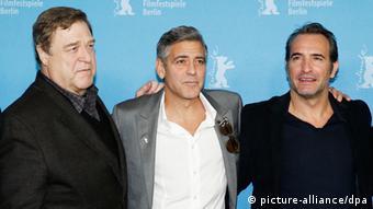 John Goodman, George Clooney und Jean Dujadin in Berlin (Foto: Andreas Rentz/Getty Images)