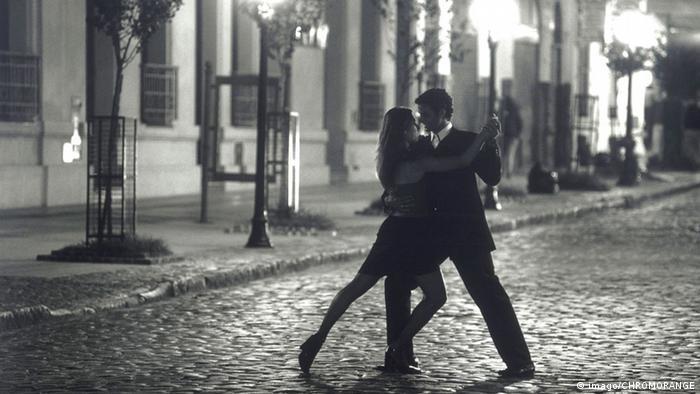 راقصان للتانغو في الأرجنتين