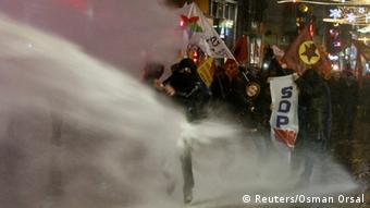 zur Nachricht - Tausende demonstrieren in Istanbul gegen Internet-Gesetze