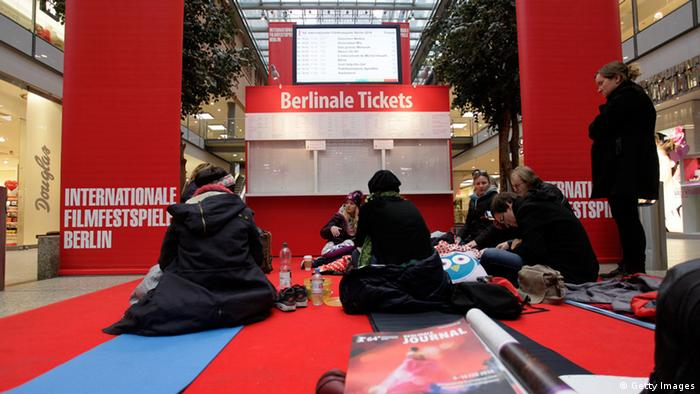People waiting in line for Berlinale tickets (Getty Images)