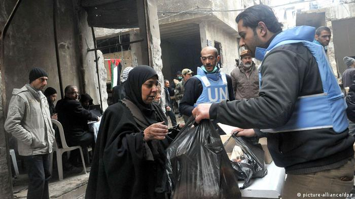 UNRWA verteilt Nahrungsmittel in Yarmouk (Foto: DPA)