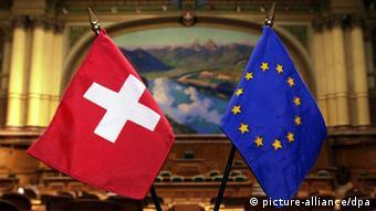 Флаги Швейцарии и ЕС