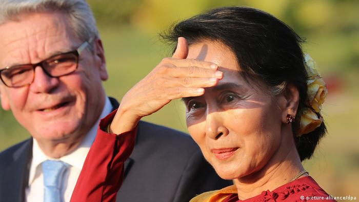 Bundespräsident Joachim Gauck mit Aung San Su Kyi am 10.02.2014 - (Foto: Wolfgang Kumm/dpa)