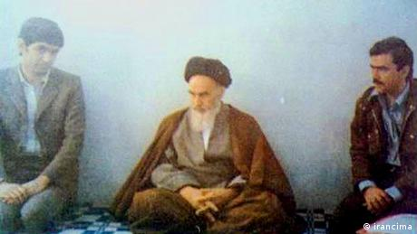 Three Iranian men sat on the floor. In the middle is Ayatollah Khomeini, on the right is Massoud Rajavi, then secretary-general of the People's Mujahedeen