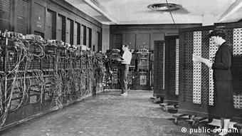 کار برنامهنویسی ماشین انیاک را که در زمان خود پیشرفتهترین اختراع بود گروه شش نفرهای از زنان انجام دادند