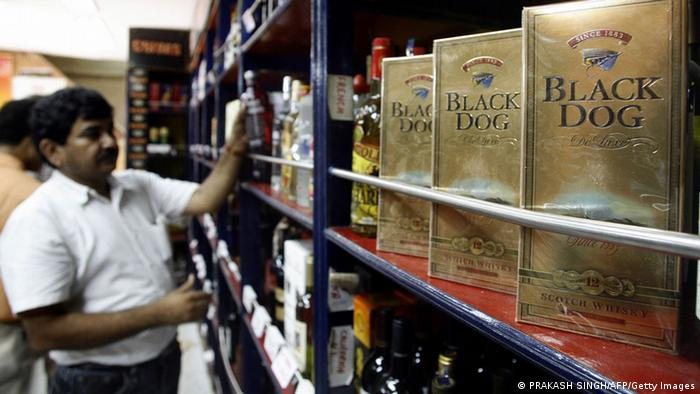 An Indian sales assistant arranges bottles of foreign wines and spirits on shelves at a liquor shop in New Delhi, 18 July 2007 (Photo: PRAKASH SINGH/AFP/Getty Images)