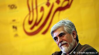 حسین پاکدل، از مدیران تئاتر و مجریان پیشین تلویزیون، سالهاست در فهرست سیاه تلویزیون قرار دارد
