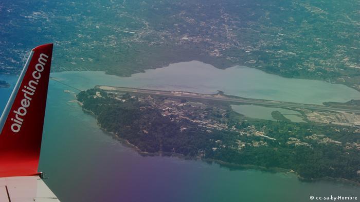 Griechenland Flughafen Korfu aus der Luft