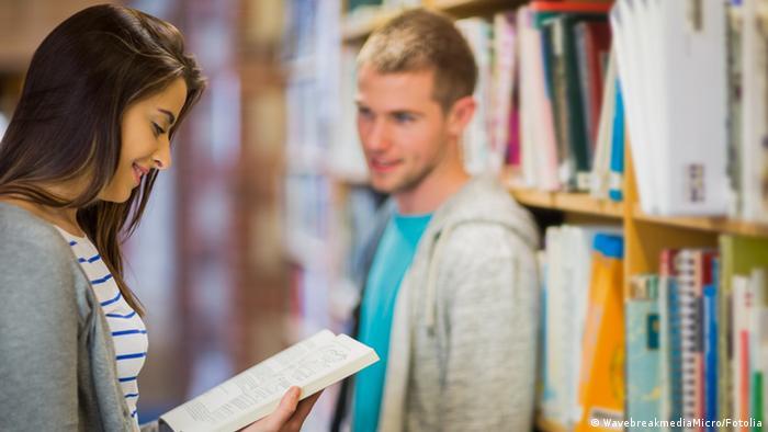 Symbolbild Universität Seminar Bibliothek Flirt