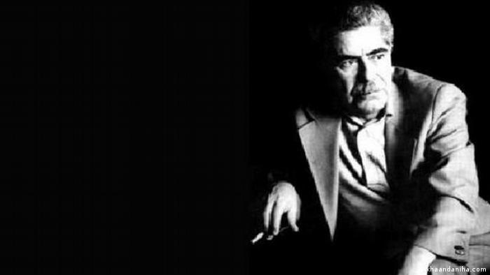 سعیدی سیرجانی، ادیب، پژوهشگر، نویسنده و فعال سیاسی و از منتقدان جمهوری اسلامی پس از انقلاب بود. سیرجانی در ۲۳ اسفند ۱۳۷۲ توسط ماموران وزارت اطلاعات جمهوری اسلامی بازداشت شد و پس از نه ماه، بدون هیچ ملاقات یا خبری از محل زندانی بودن او، در ۴ آذرماه ۱۳۷۳ در زندان درگذشت. سعید امامی، متهم قتلهای زنجیرهای، گفته بود که از شیاف پتاسیم برای کشتن او استفاده شده است.