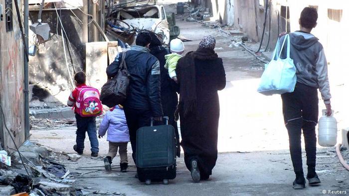 إجلاء مدنيين من حمص (صورة من الأرشيف لعام 2014)