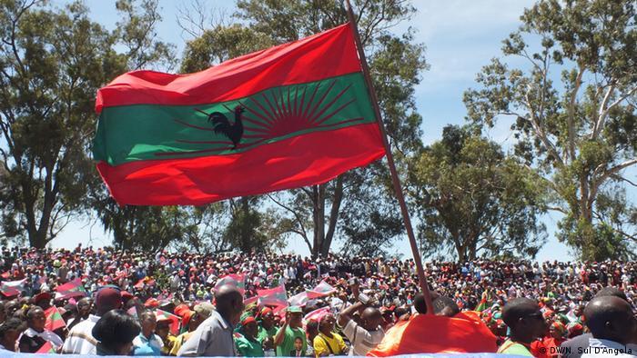 UNITA Flagge auf einer Kundgebung in Huambo in Angola (DW/N. Sul D'Angola)