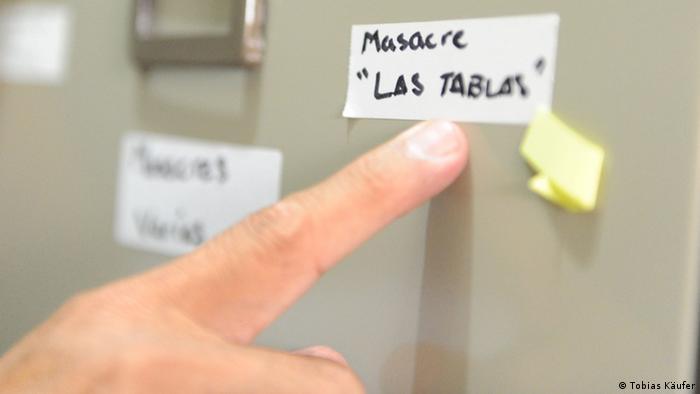 Aktenschrank im Archiv des Menschenrechtsbüros San Salvador (Foto: DW/ T. Käufer)