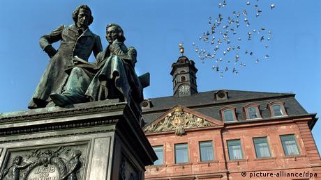 Das Denkmal der Gebrüder Jakob und Wilhelm Grimm