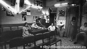 پیش از انقلاب در بسیاری از شهرهای ایران محلههای ویژهای برای کار زنان تنفروش در نظر گرفته شده بود (عکس: شهرنوی تهران)
