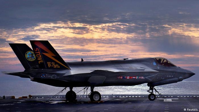 کمپانی آمریکایی لاکهید مارتین بزرگترین شرکت سازنده تسلیحات در جهان است. ۸۹ درصد درآمد این کمپانی از طریق فروش تسلیحات بهدست میآید. تولیدات لاکهید مارتین بیشتر در عرصه هوا-فضا است. این کمپانی در سال ۲۰۱۹ بیش از ۵۳ میلیارد دلار تسلیحات به فروش رساند. عکس: جنگنده اف ۳۵ نیروی هوایی ارتش آمریکا تولید کمپانی لاکهید مارتین