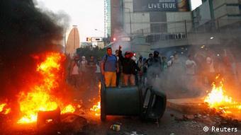 تظاهرات و درگیری در ونزوئلا از یک هفته پیش و بعد از آن بالا گرفت که بخشی از اپوزیسیون از مردم خواست برای مقابله با افزایش خشونت و جرم وجنایت و برکناری دولت نیکلاس مادورو به خیابانها بیایند