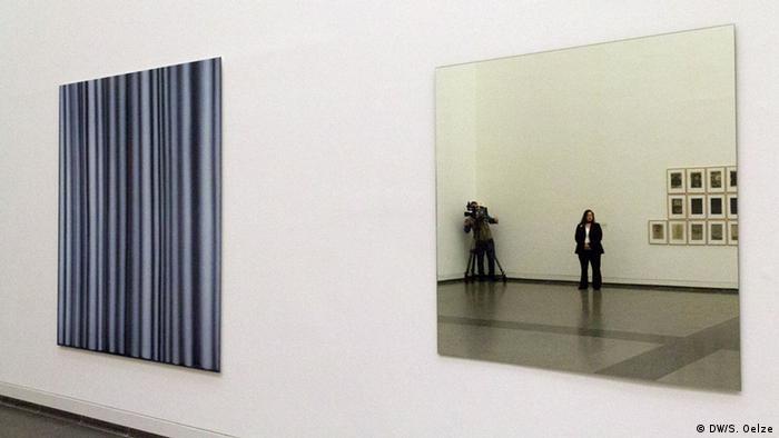 Zwei Editionen: Vorhang und Mirror (Foto: DW)