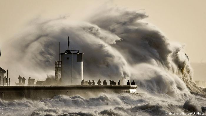 Wales, Sturm an der Küste, 6. Januar.