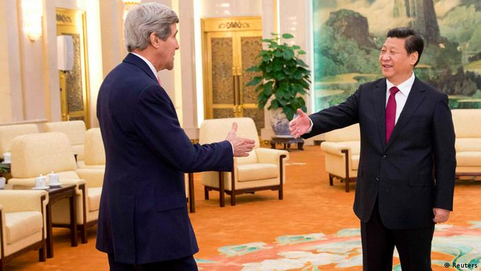 John Kerry con Xi Jinping en China.