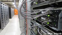 Bildbeschreibung: Server im Rechenzentrum des CERN in Genf (Foto: Fabian Schmidt/DW 2013)