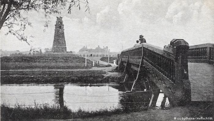 Фотография башни Бисмарка в Ганновере, сделанная около 1912 года