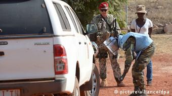 German soldiers on a training mission in Mali (c) picture-aliance/Dpa