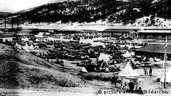 Blick auf ein Lager in Serbien im Ersten