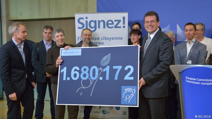EU-Kommissar Maros Sefcovic trifft Mitglieder der Bürgerinitiative Right2water Quelle: EU 2014