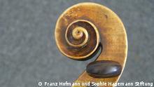 Foto zeigt den geschwungenen Kopf der Guarneri Geige aus Nürnberg.