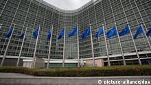 FILE - The European flags are pictured in front of the European Commission headquaters in Brussels, Belgium, 30 April 2012. EPA/JULIEN WARNAND (zu dpa EU-Kommission scheut radikale Reform im Bankensektor vom 27.01.2014) +++(c) dpa - Bildfunk+++