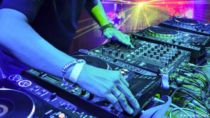 Symbolbild DJ Party Club (maxoidos/Fotolia)