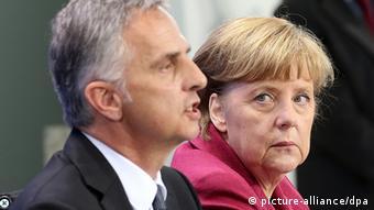 Ο πρόεδρος της Ελβετίας Μπουρκχάλτερ με την Α. Μέρκελ