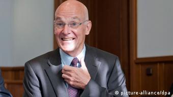 Der ehemalige niedersächsische Innenminister Heiner Bartling - Foto: Emily Wabitsch (dpa)
